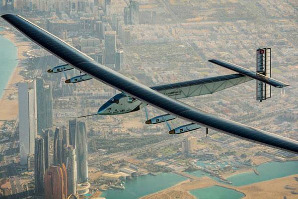 太阳能飞机首降重庆 新能源科技备受追捧