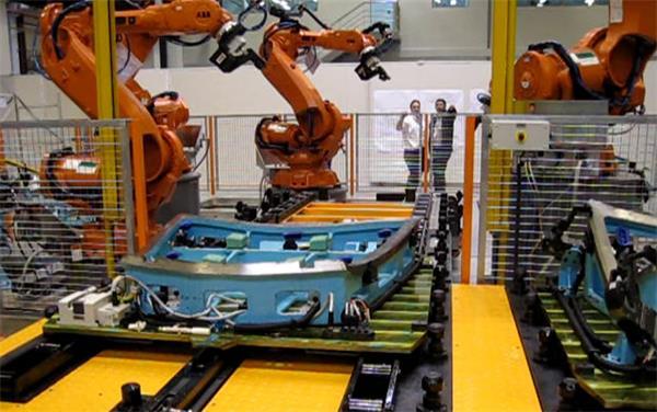 智能装备引领产业升级 机器人产业打前锋