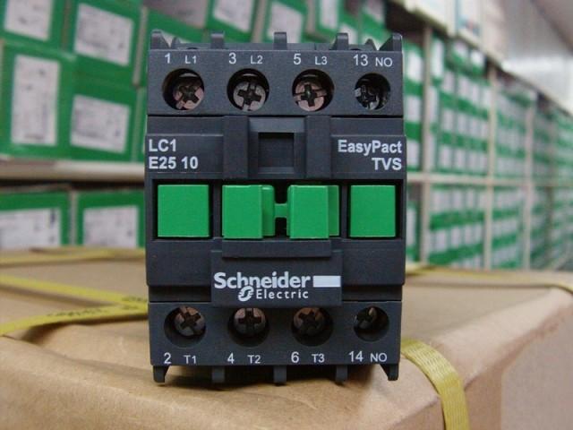 如某负载是380v的三相感应电动机,则应选380v的交流接触器.
